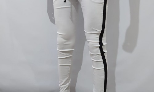 Joggers Blanco con Línea Completa Negra